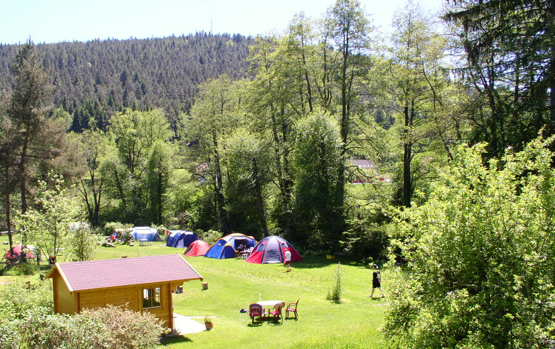 Hire log cabin and car-free tent site, camping Müllerwiese